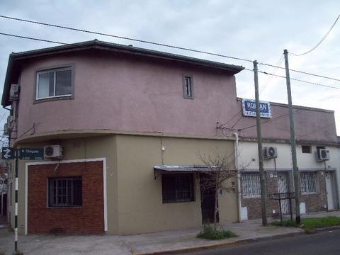 Muy buen depto. de 2 amb. en buen estado c/patio en alquiler en Carapachay!!