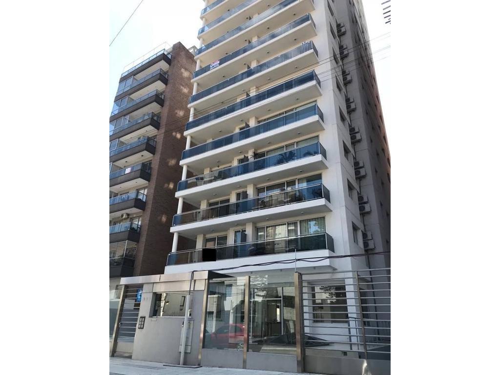 Impactante edificio de categoría en Quilmes Centro, departamento de 3 ambientes al frente