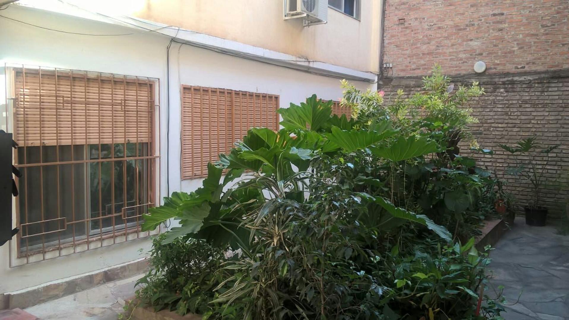 Departamento tipo casa PB con patio y dos dormitorios