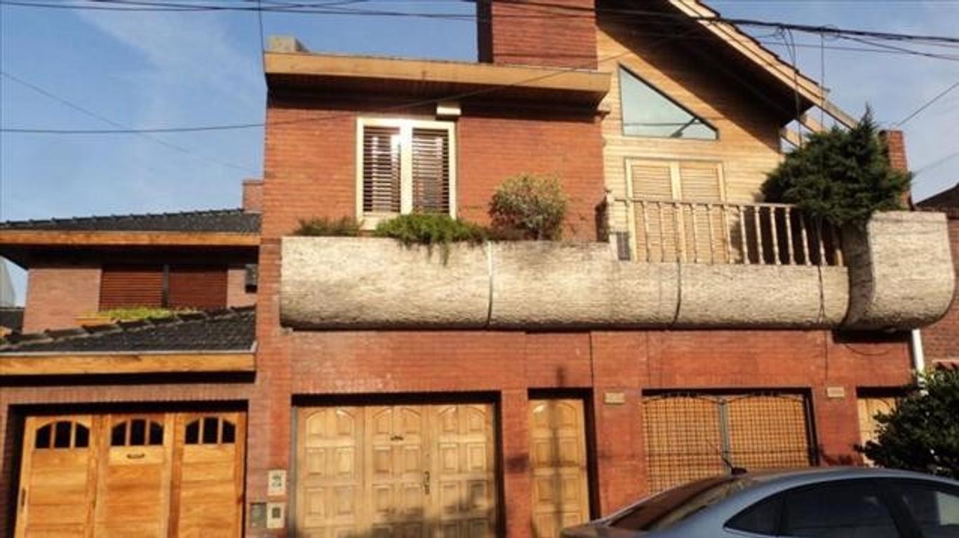 Casa en Venta de 5 ambientes en Capital Federal, Mataderos, Barrio Naón