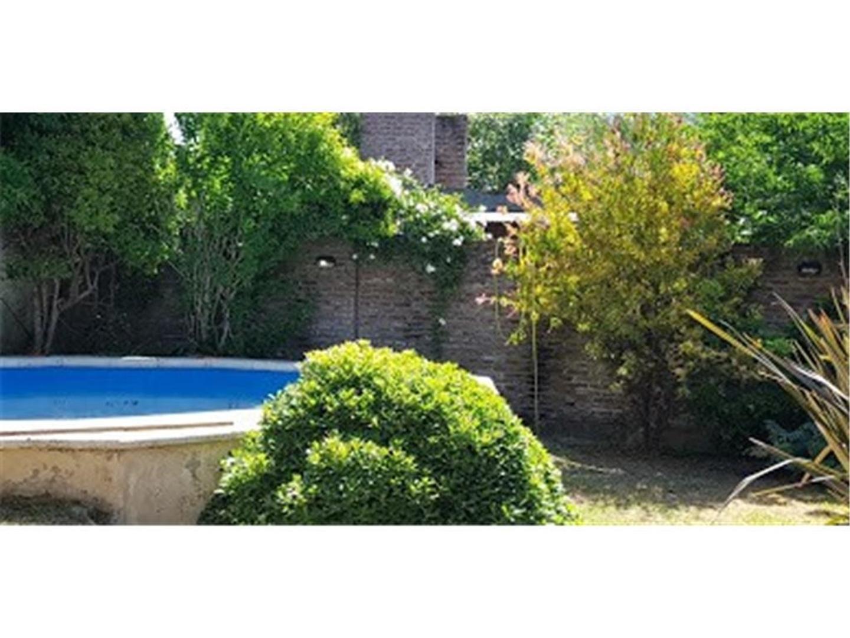Alquilo excelente casa en Gonnet. Zona entre Caminos