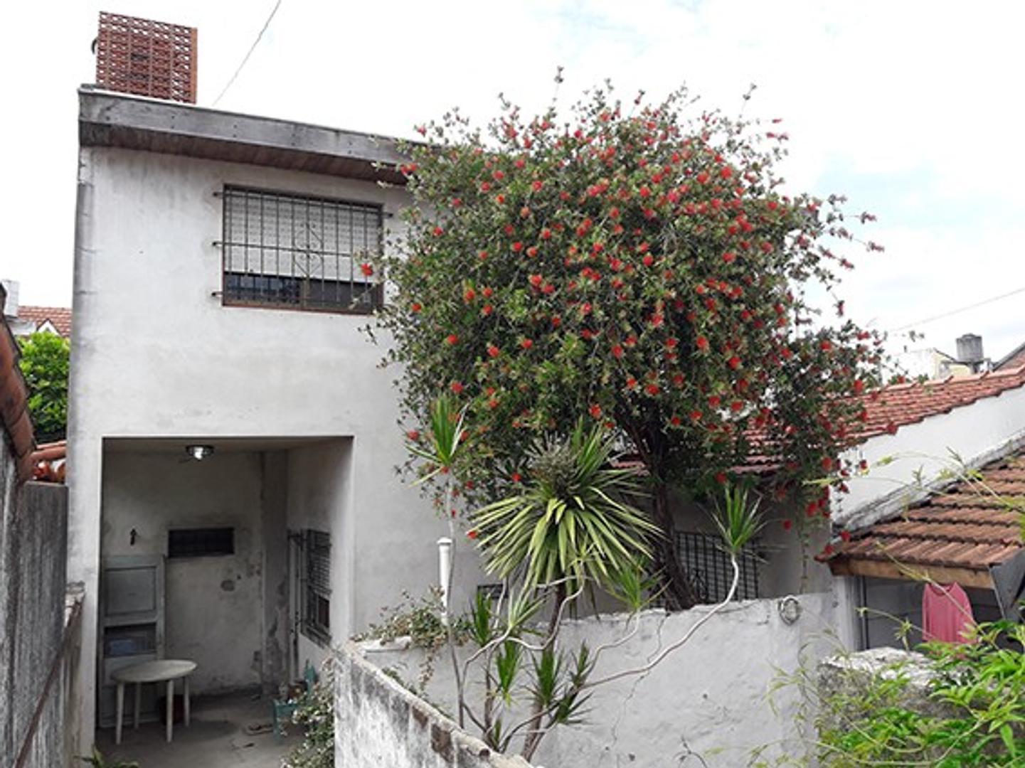 Ph ,5 amb en dos plantas ,110 cubiertos con patio, terraza ,muy buena zona residencial .FloridaOeste
