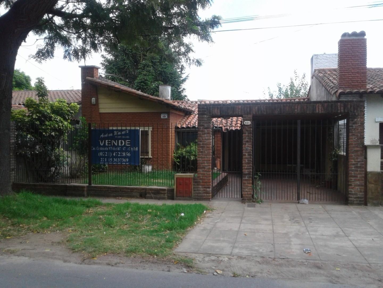Casa en City Bell entre caminos. Calle 466 entre 14 y 14a