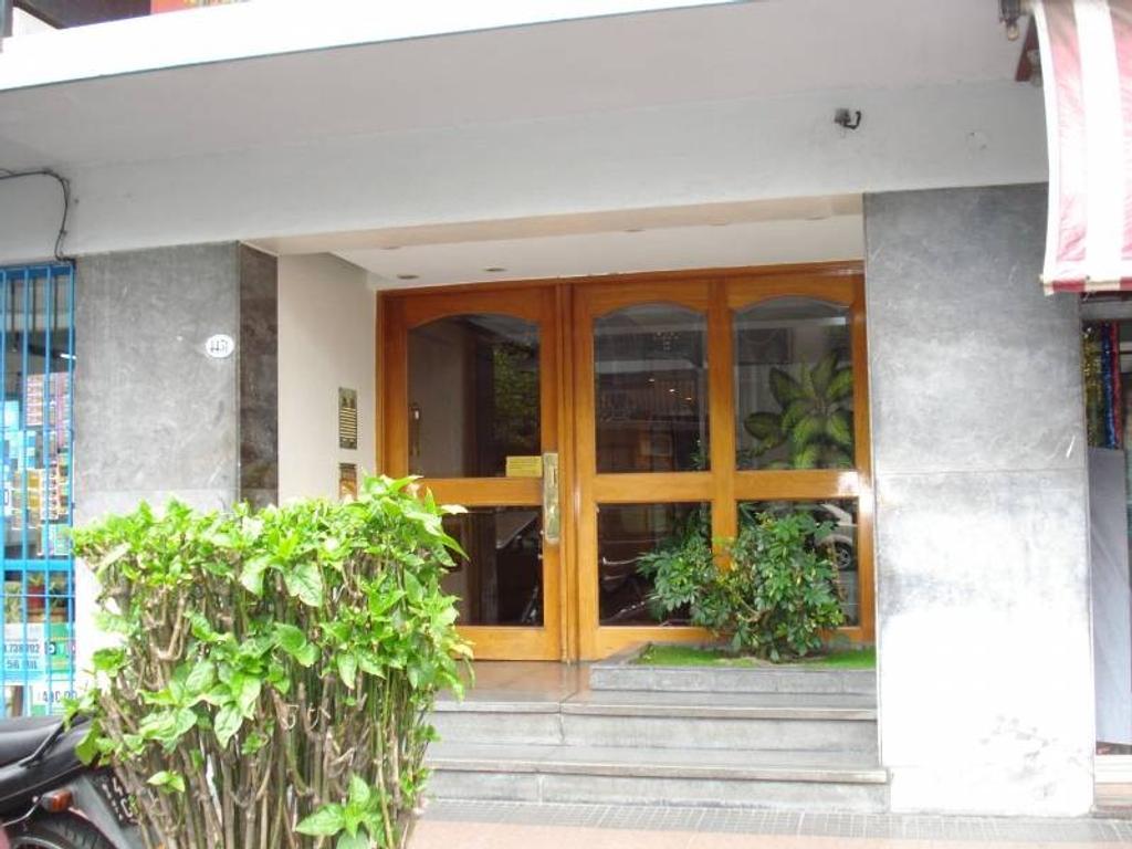 Departamento 4 ambientes PB con patio y Parque.