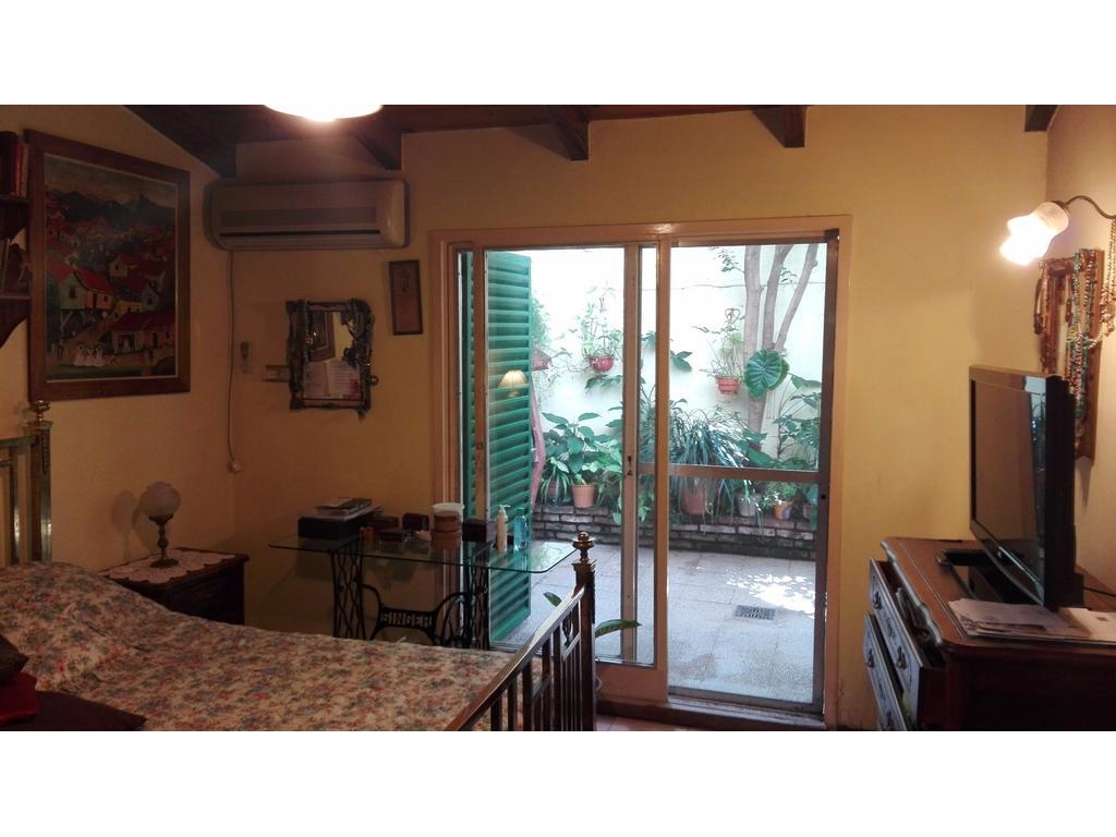 Único Dpto en PB con Imponente patio de 70mts2 con parrilero y lavadero. A.CREDITO TEL(0341)15660121