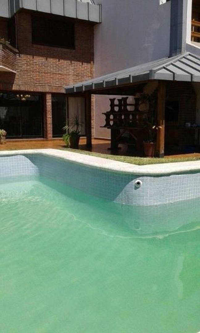 Excelente casa 6 amb+ dependencia+escritorio con jardin y piscina