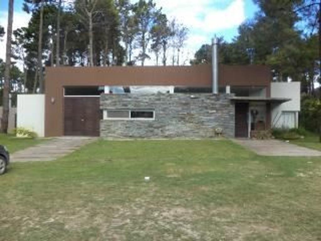 Casa en Venta de 4 ambientes en Buenos Aires, Pdo. de Pinamar, Pinamar