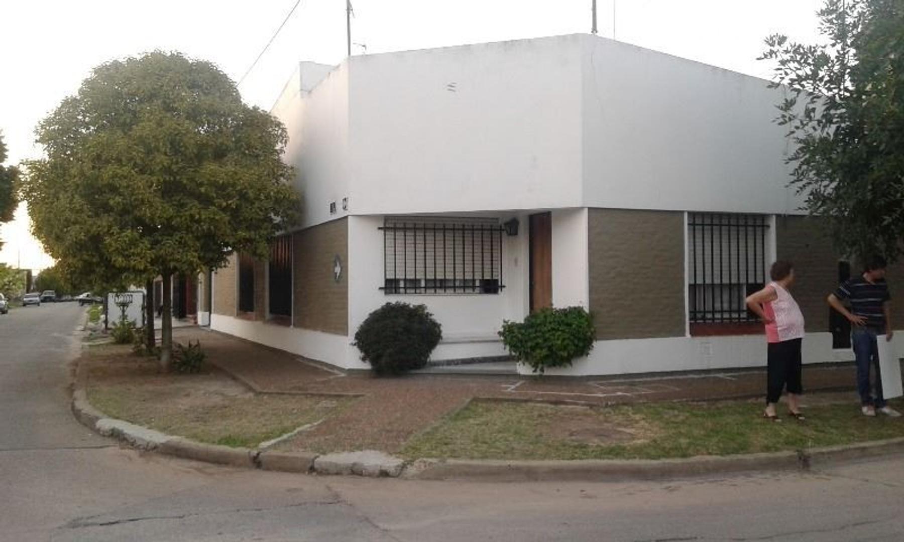 CASA EN CENTRO DE LUJAN BS. AS.