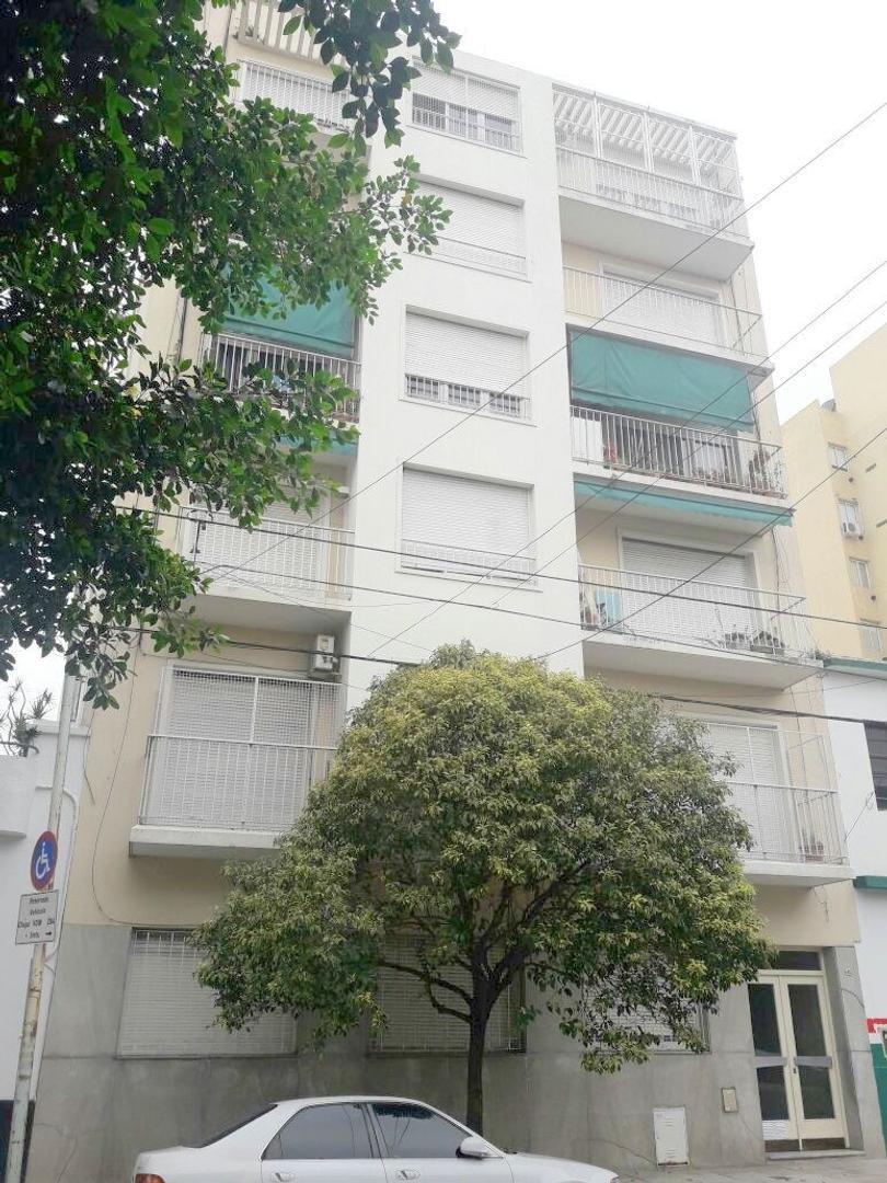 Nicasio Oroño 400. 3 amb. 2 dorm. 50,5 m2. Tercer piso interno. Lavadero