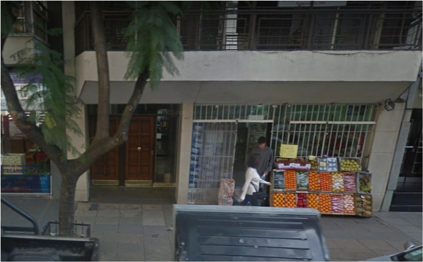 LOCAL COMERCIAL 46m2 ( Local 26 m2 y Sotano 20m2.) - VÍA PUBLICA - FRENTE VIDRIADO - VENTA