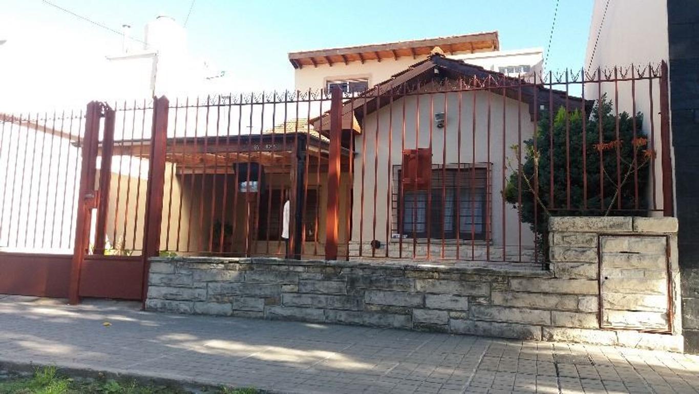 HERMOSO CHALET 5 AMB   BARRIO MALAVER SOBRE CALLE SAN JUAN CASI  ENTRE RIOS