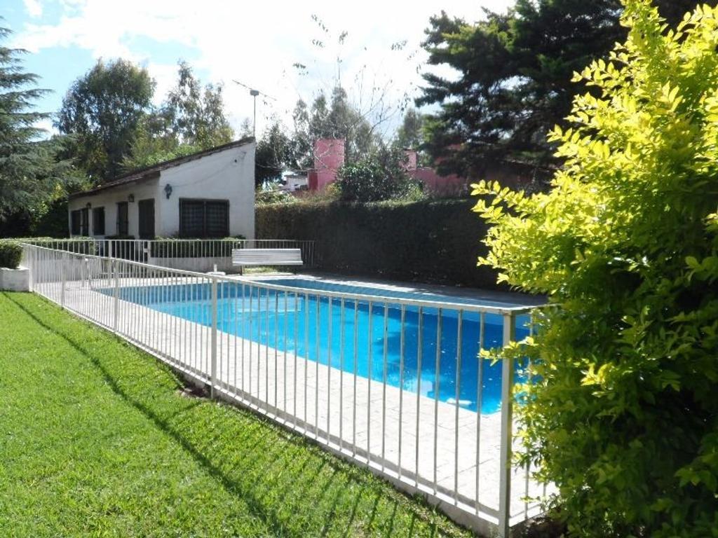 CASA QUINTA en lote de 1500 m2 aprox con piscina y quincho -EL Cazador, Escobar-