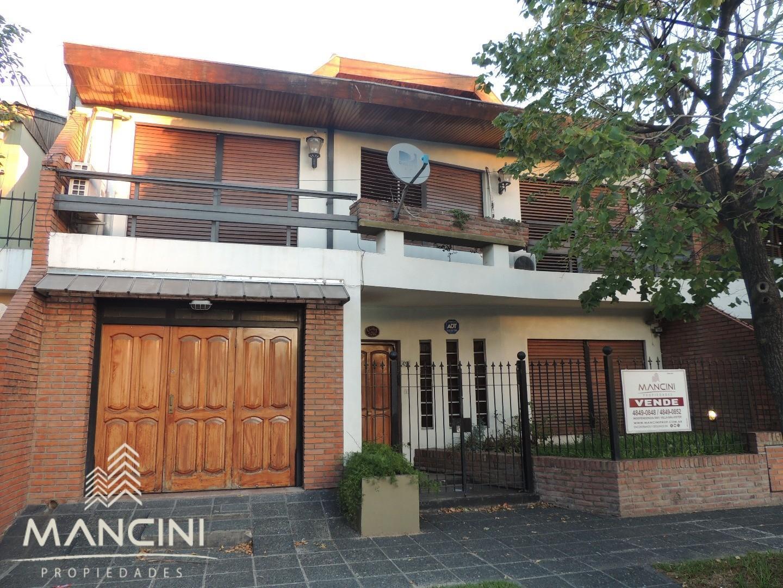 Venta - Villa Ballester - Solida Casa sobre Lote 10,00 x 24,00