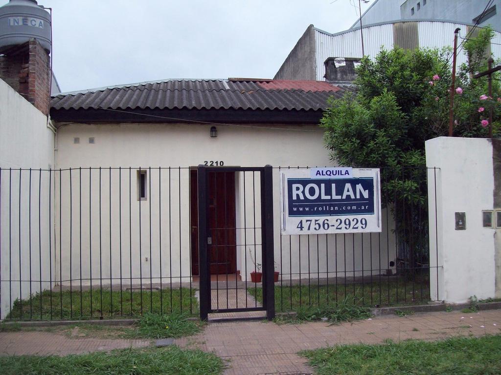 Casa tipo PH de 3 amb. en alquiler en Carapachay!