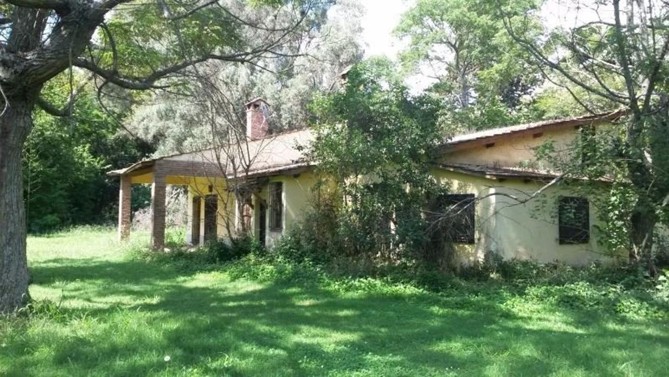 Venta de Casaquinta, fracción 3,70 has sobre Ruta 41, añosa arboleda. Galpones, Pileta, Casa de Case