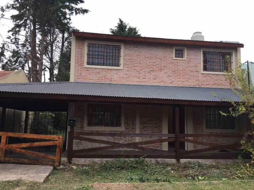 Casa En Alquiler En Los Arrayanes 1455 Montecarlo