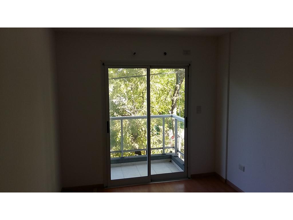 departamento en alquiler 1 dormitorio con cochera.  35 29 y 30   ,tel  4273965