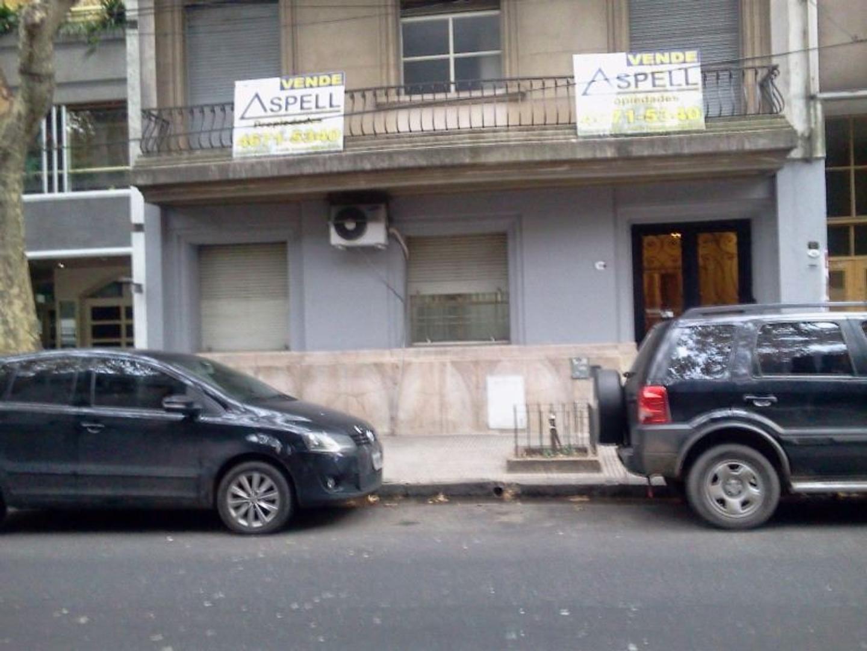 DEPTO. 3 AMBIENTES Y DEPENDENCIAS A LA CALLE BALCON CORRIDO.-