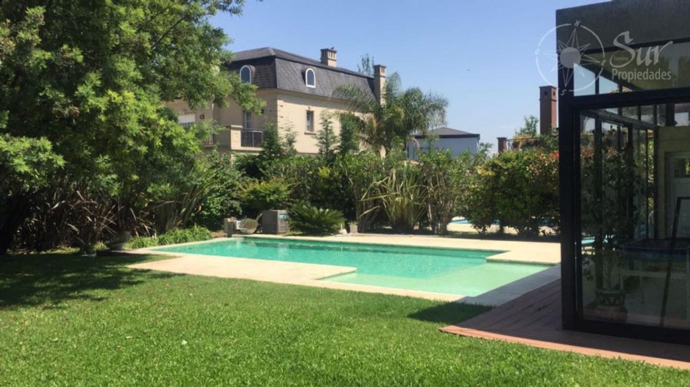 Hermosa casa con amplios ambientes en barrio El Rocio