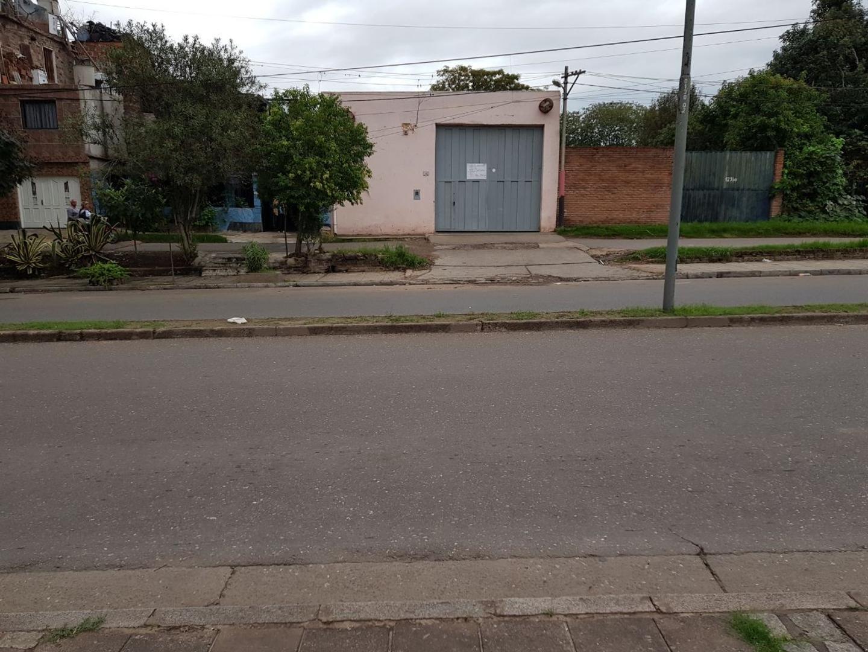 APTO CREDITO - entrada camion, piso y techo hormigon, trifasica, servicios, alarma, oficina, baño.