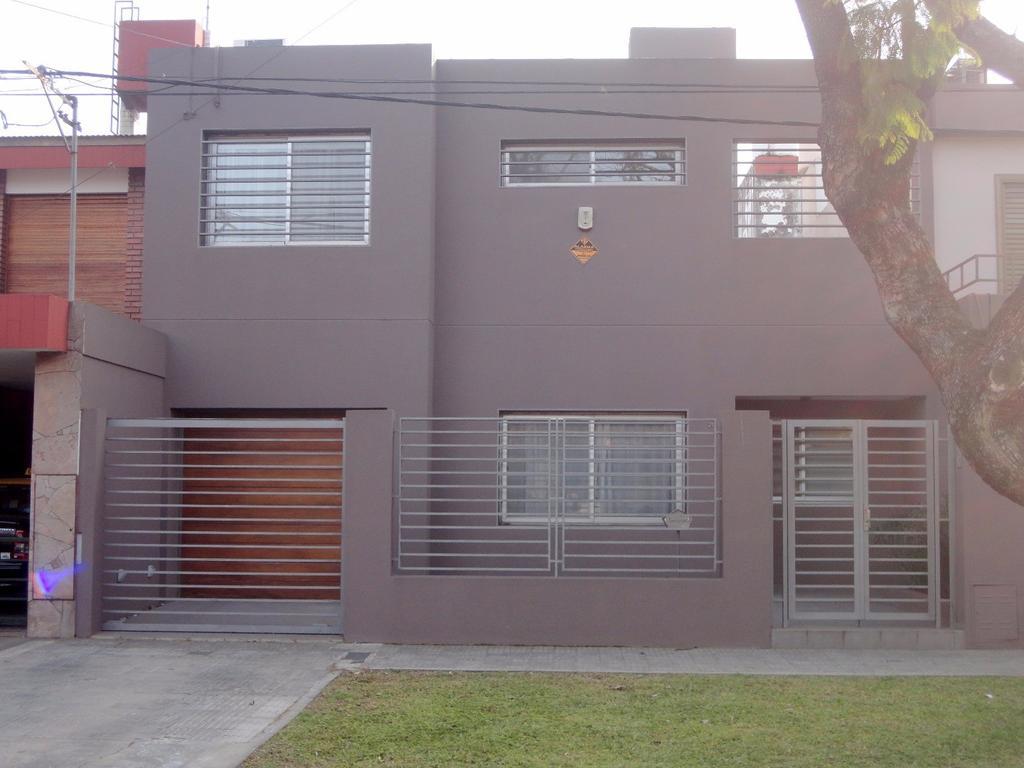 Venta casa 3 dormitorios dos plantas Garay 2600