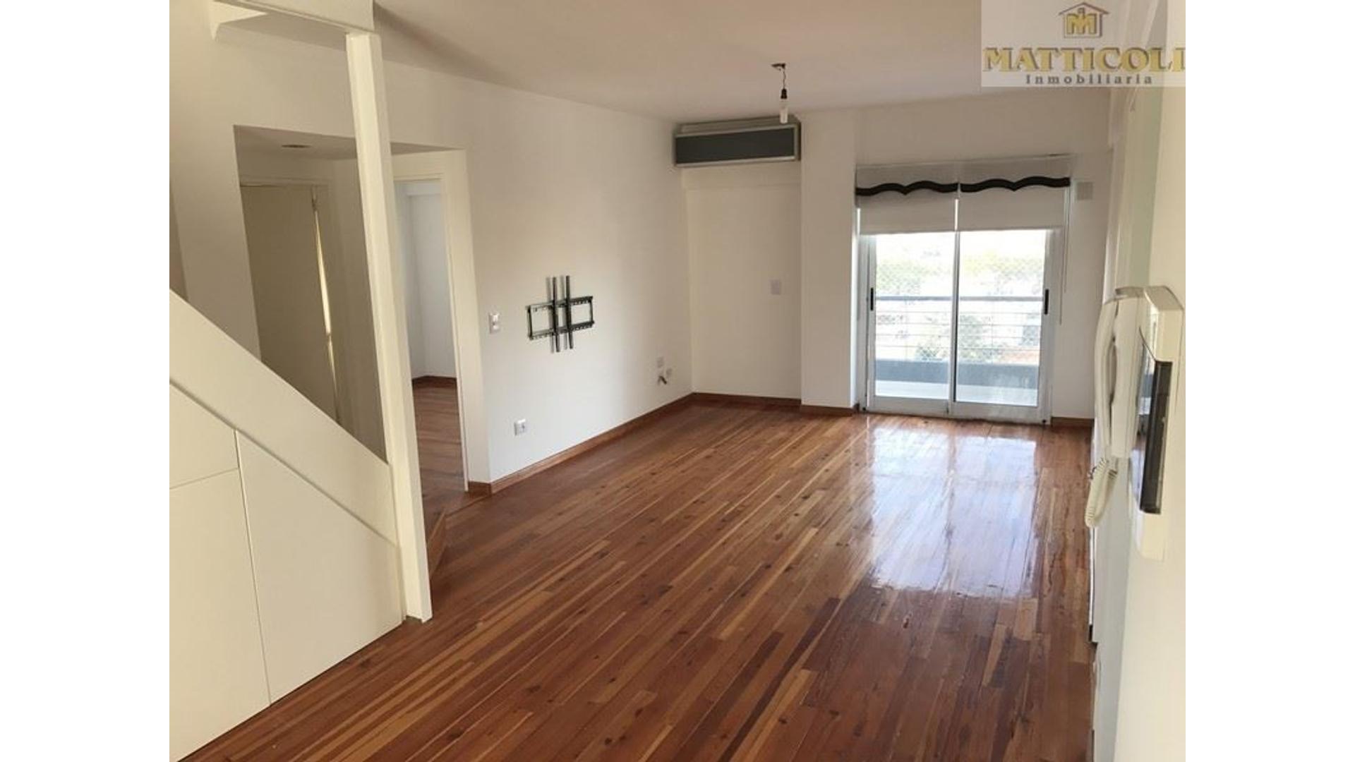 Impecable 5 ambientes con cochera, patio, parilla y playroom en Villa Ballester