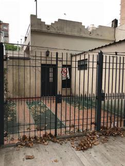 alquilo casa tipo ph en barrio villa luro calle basualdo, sin expensas, garage, 2 amb, patio,