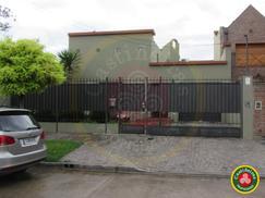 Muy Linda Casa - Excelente Ubicación - Cochera - Quincho - Parque Libre