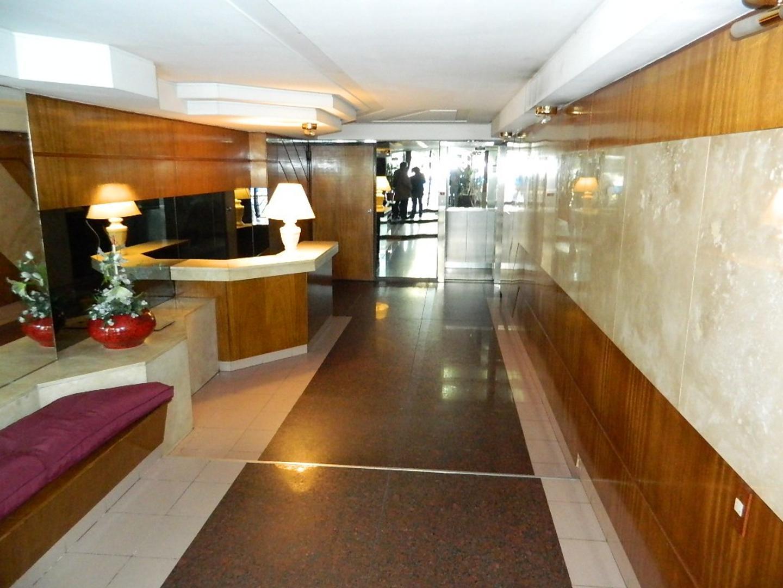 Amplio 2 ambientes. cocina separada. lavadero apto profesional