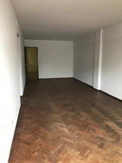 OPORTUNIDAD Piso único (5°) a metros de Bv. Oroño. Edificio categoría