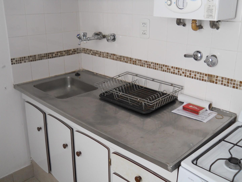 En Venta - Depto 1 dormitorio Roca 100 Alquilado.