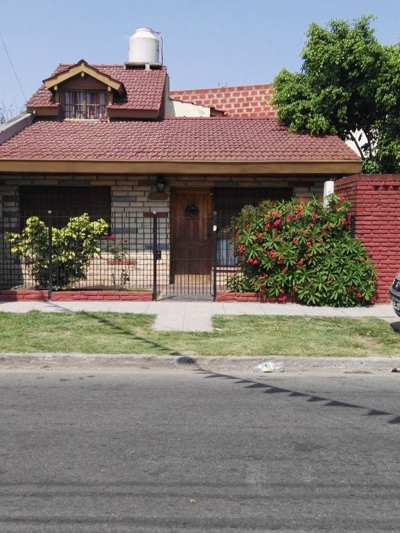 Excelente casa sobre asfalto quincho parrilla, parque