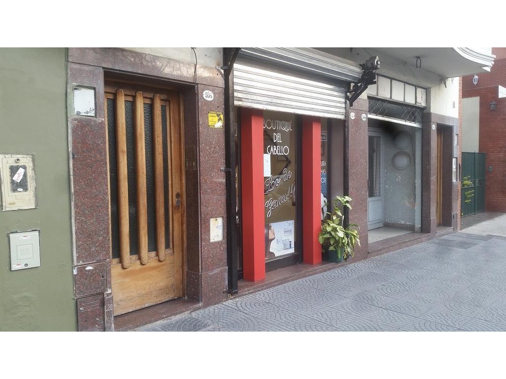 PH 1º piso por escalera 2 amb living comedor, cocina dormitorio con amplio placard, patio lavadero