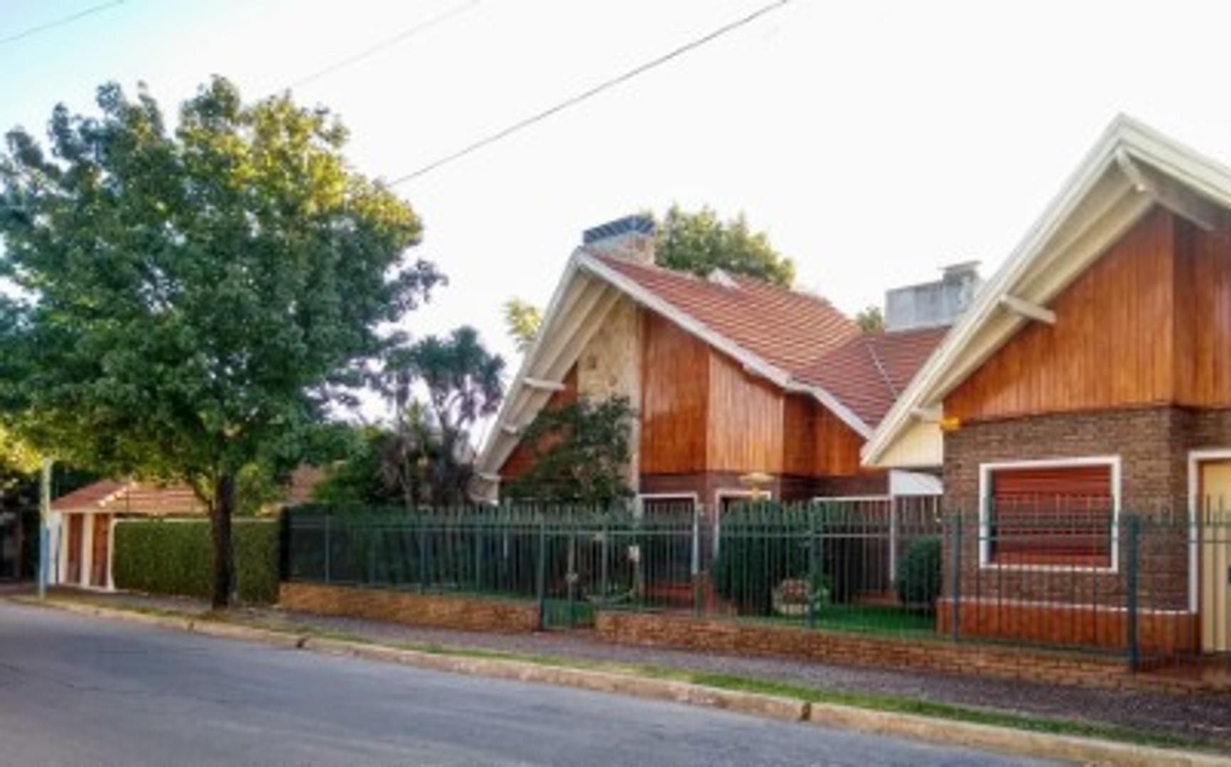 Casa en Venta en Bernal - 5 ambientes