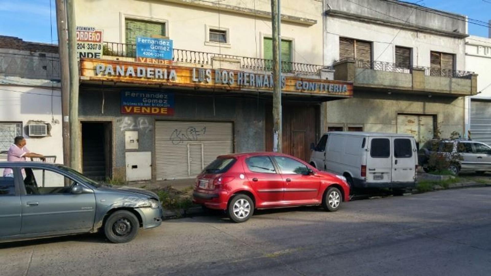 LOCAL  A LA CALLE (EX-PANADERIA C/HORNO) EN LANUS CON 2 VIVIENDAS