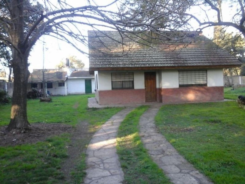 Casa quinta en venta sobre 3 lotes