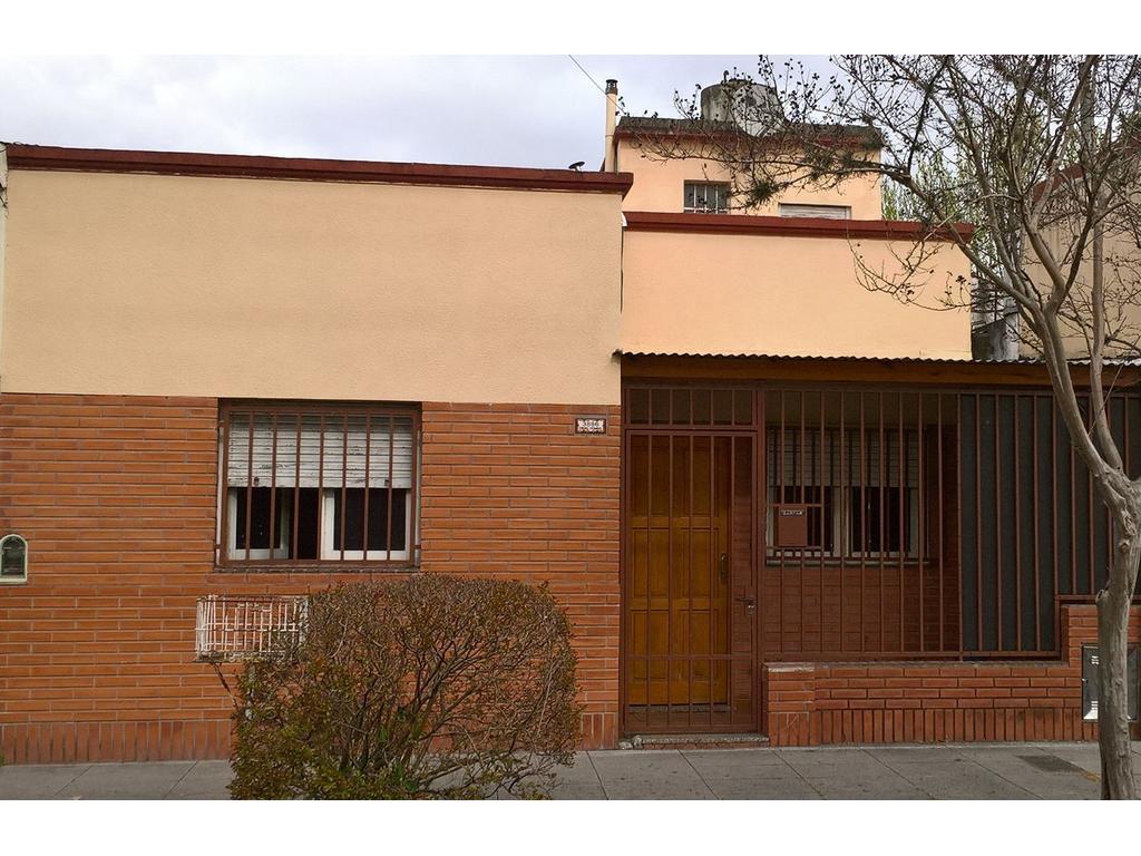 Casa 3 ambientes, patio, terraza, lavadero MUY BUENA!!