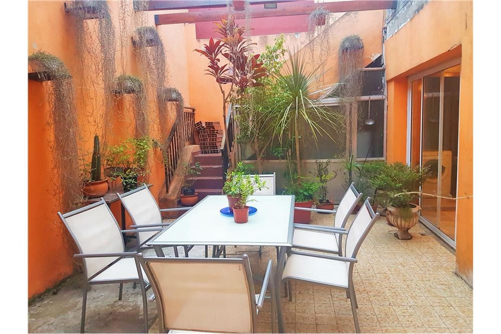 Casa 4 amb, c/coch, patio y tza. Villa del Parque.
