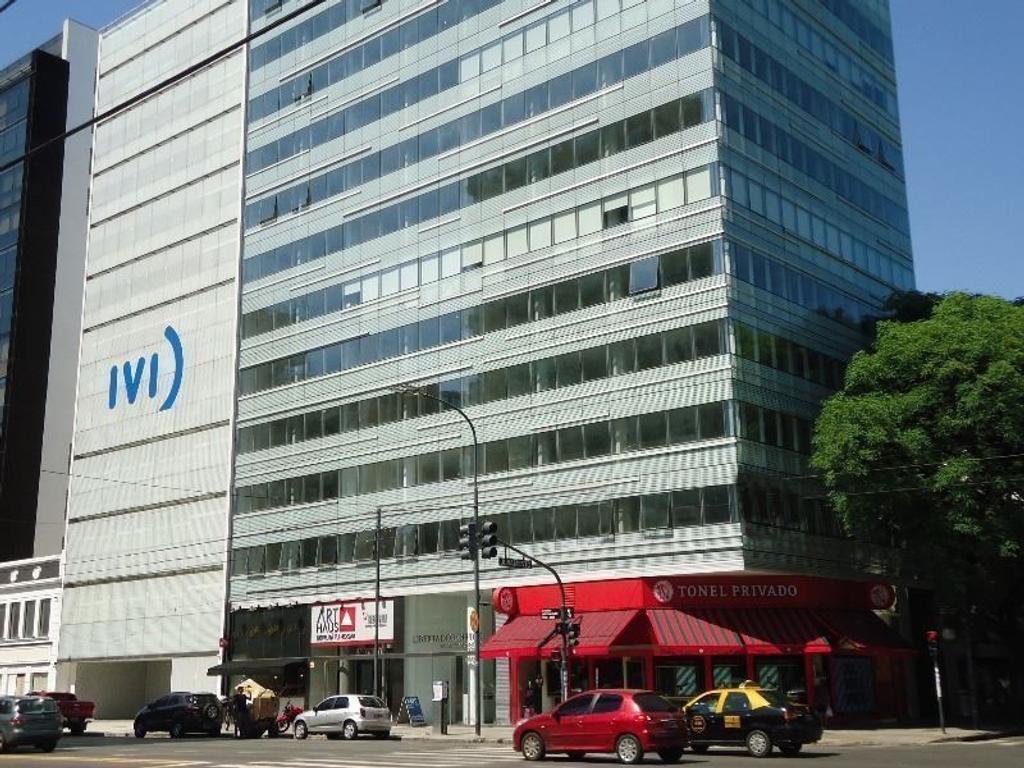 Oficinas a estrenar en Edificio Corporativo sobre Avenida Libertador. con dos cocheras.