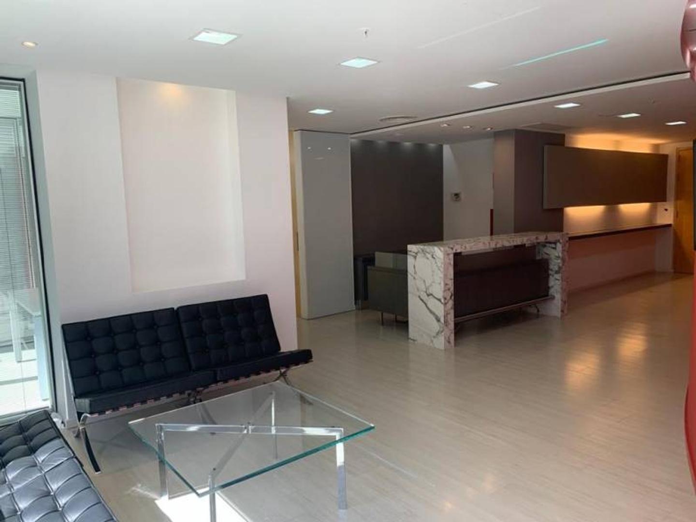 Oficina - 275 m² | 2 baños | Con cochera
