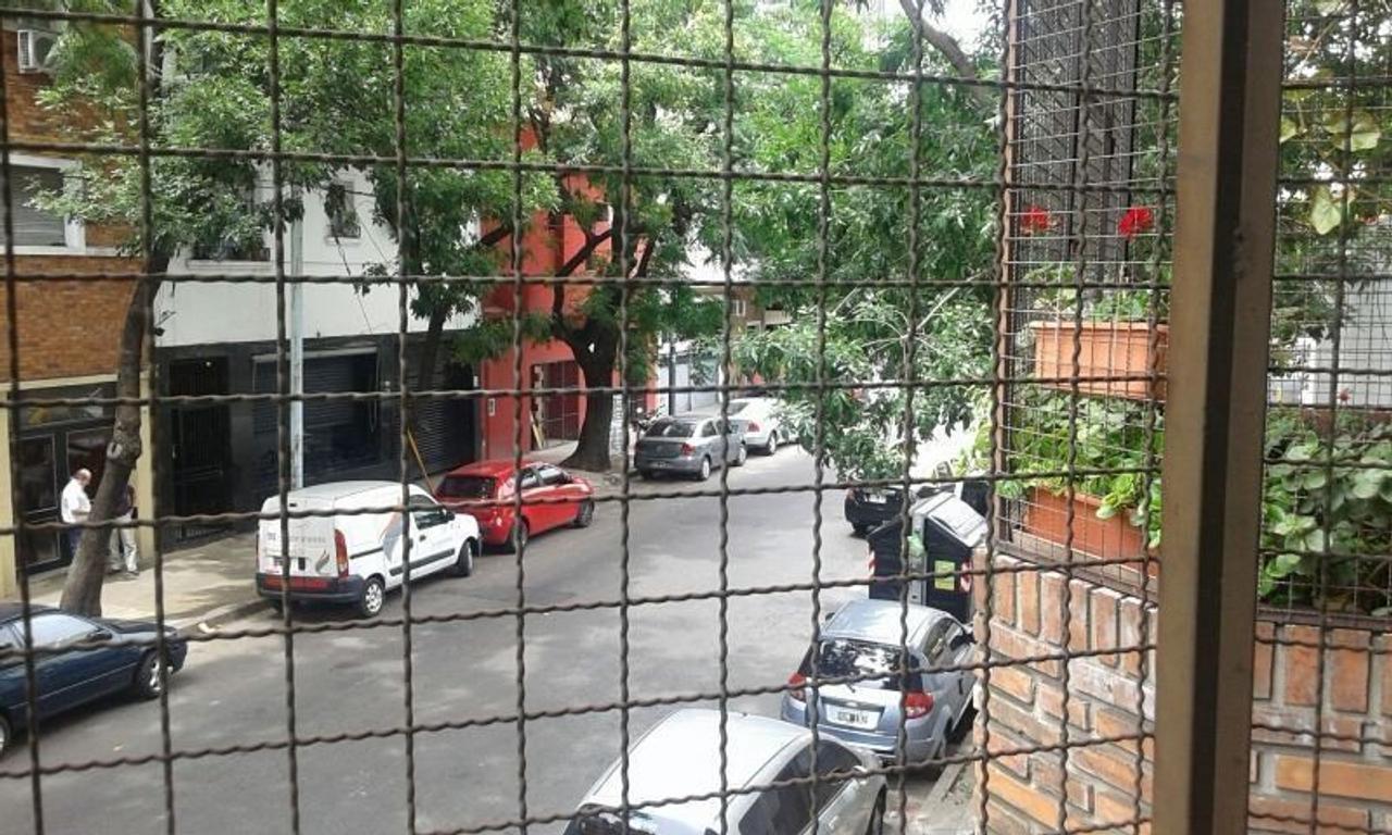 MONOAMBIENTE APTO PROFESIONAL  BALCÓN A LA CALLE !!!  Santos Dumont,a mts Av Corrientes SUBTE B