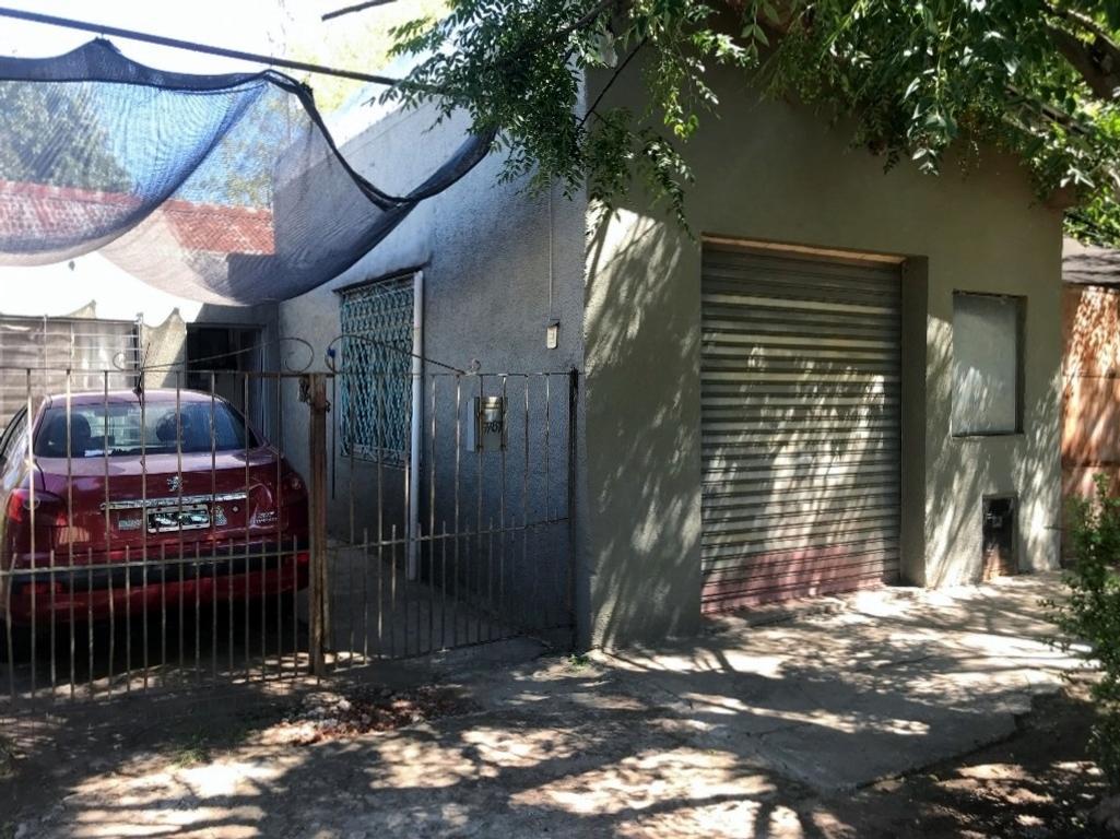 Propiedad en venta en Del Viso, La Loma, calle Chiclana. Ideal inversores o dos familias.