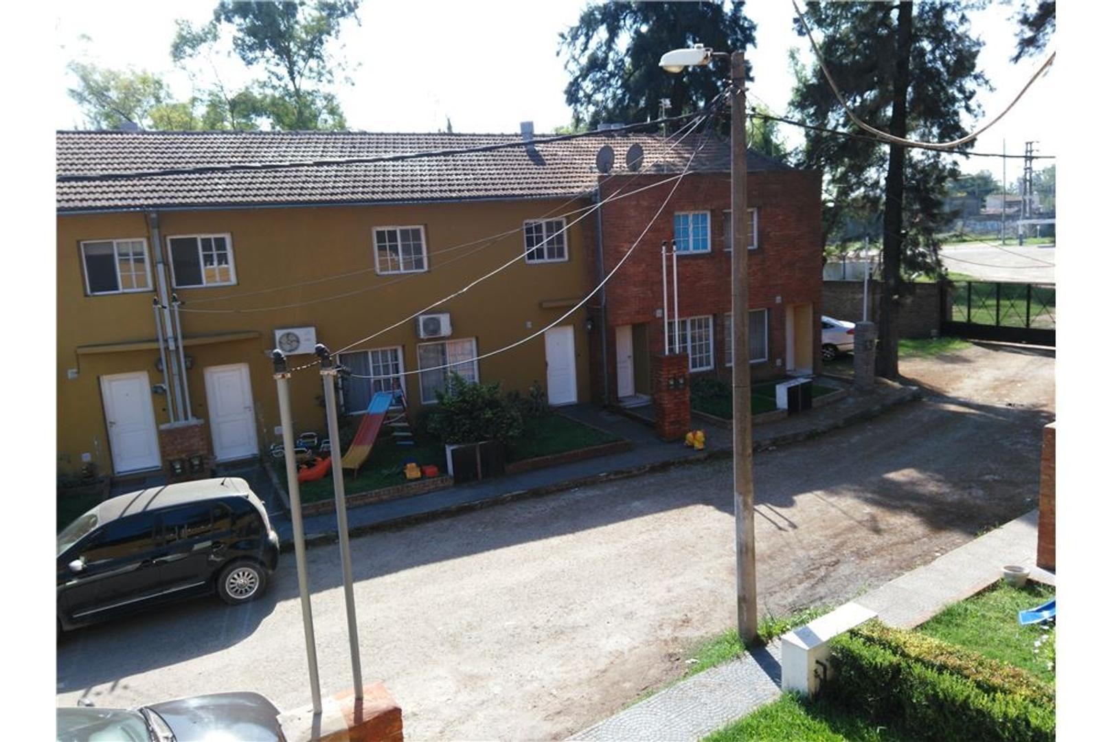 Duplex 4 ambientes Barrio Cerrado oportunidad