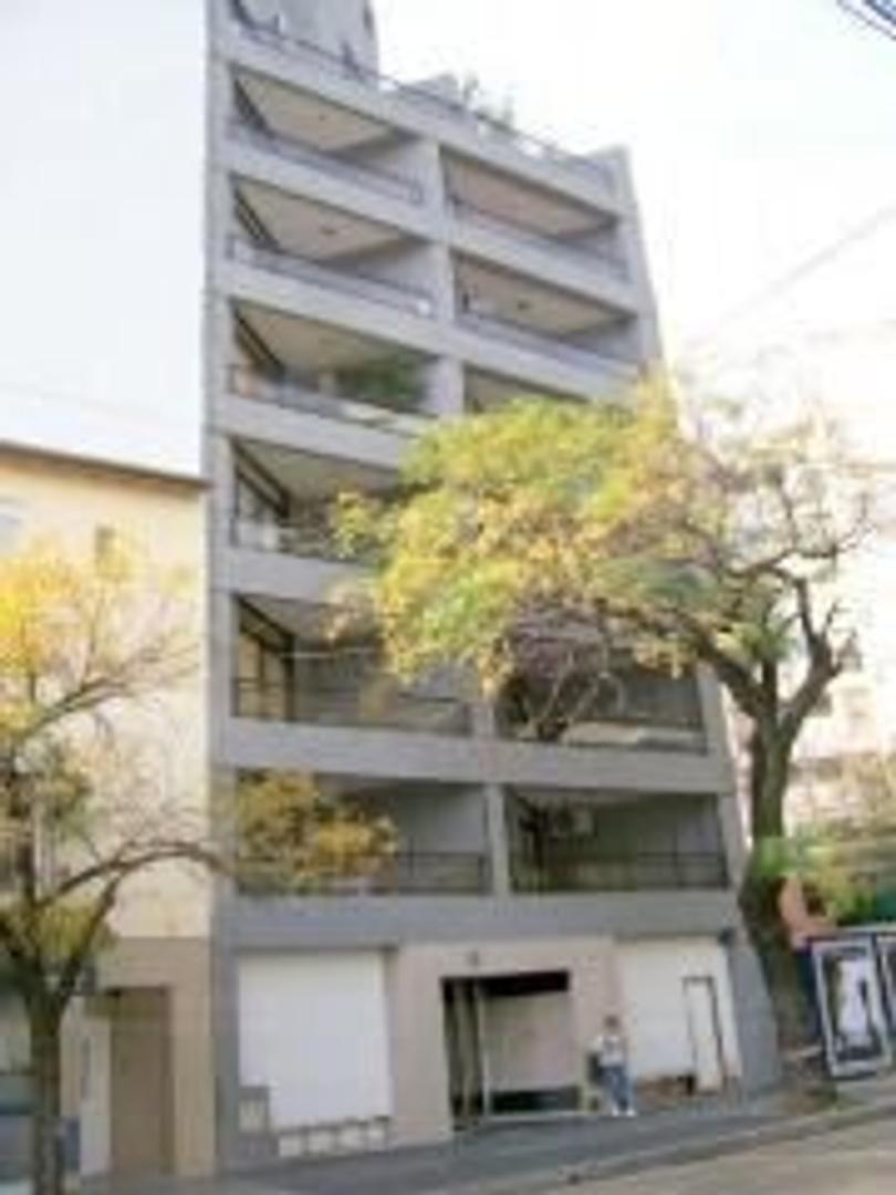 Belgrano, Semi piso 2 amb. fte bcon aterraz, baño compl.y toil..Oportunidad