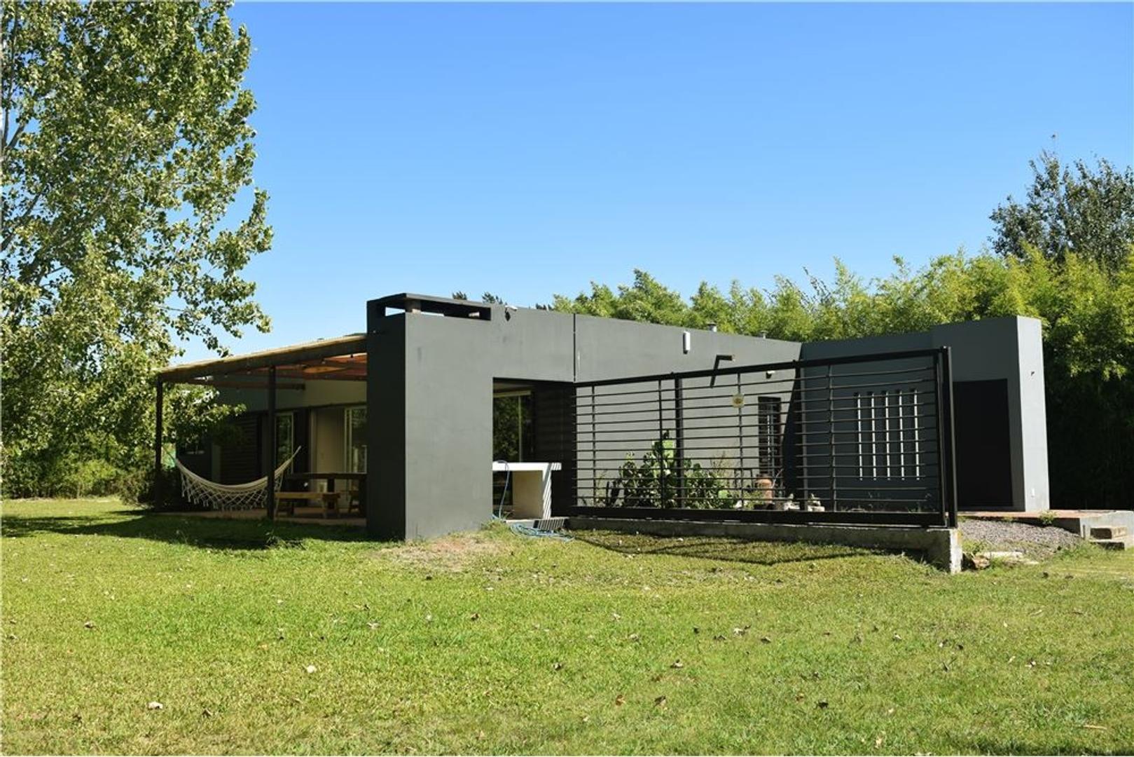 Alquiler de Casa Moderna, Pilar