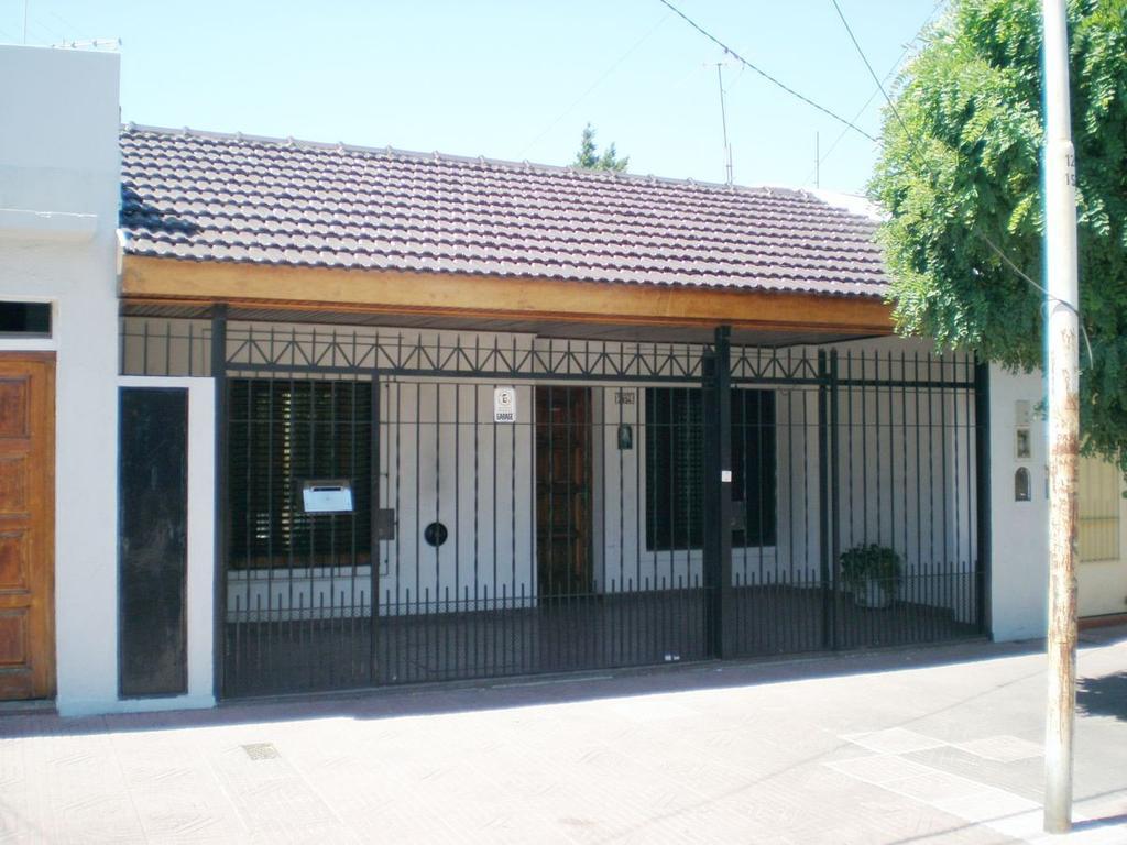 Casa - Alquiler - Argentina, VILLA LUZURIAGA - BERMUDEZ  AL 2800