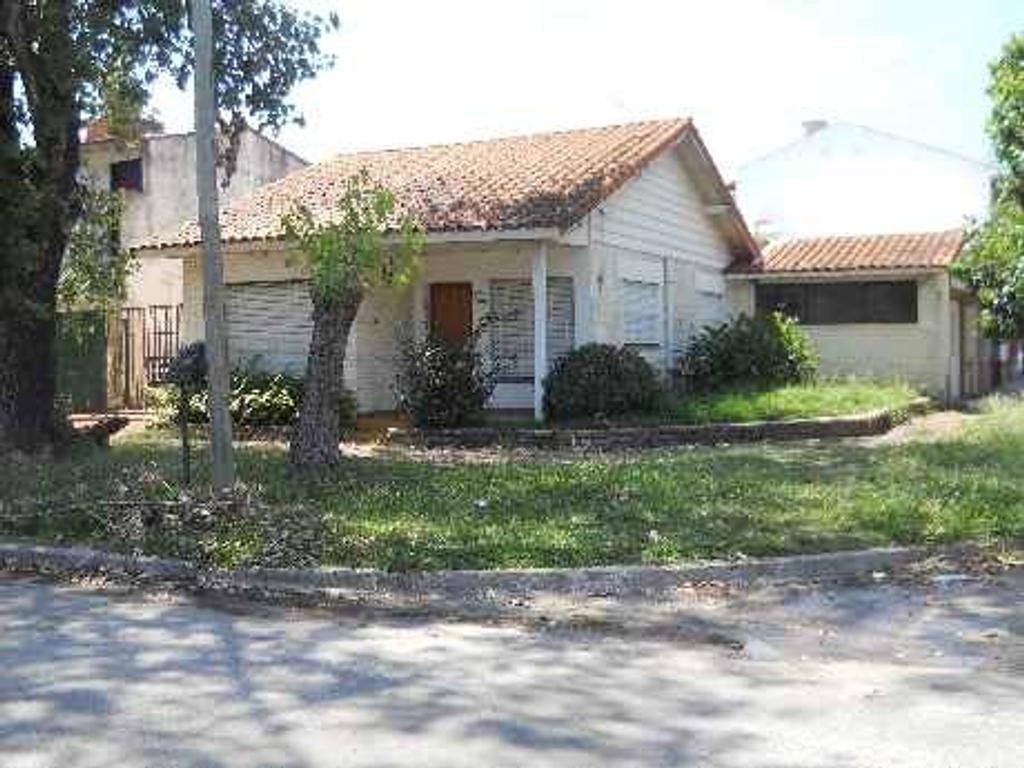 Casa 4 ambientes en San Juan, Quilmes Oeste, Buena Ubicación