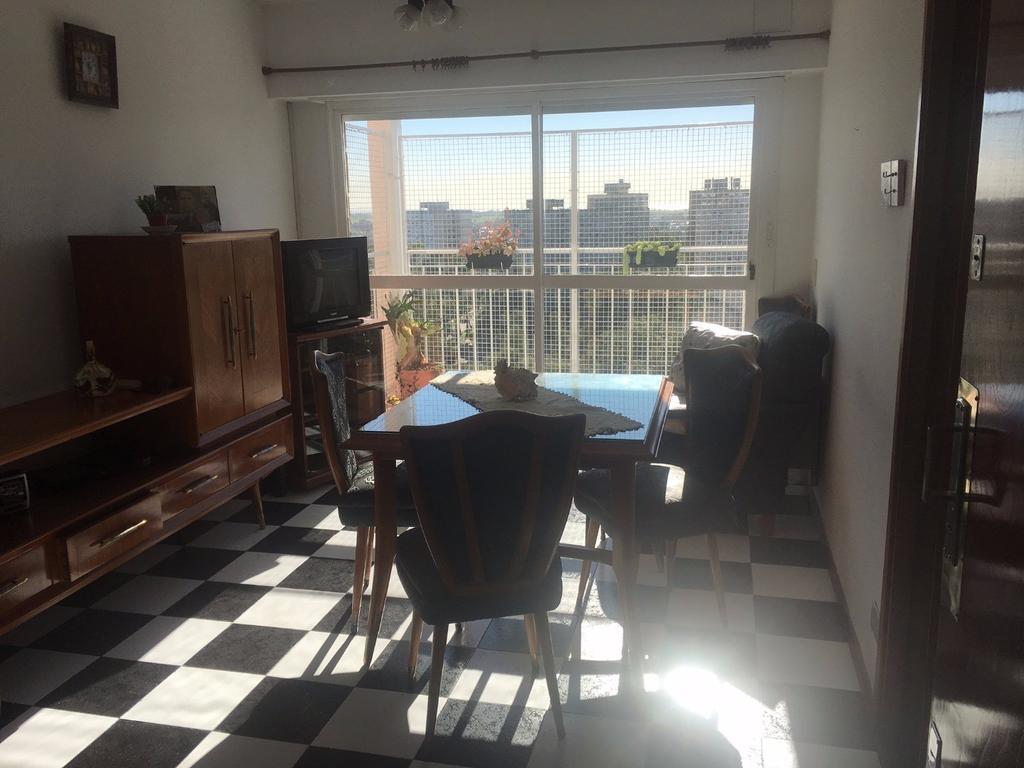 Depto. 3 ambientes con balcón.