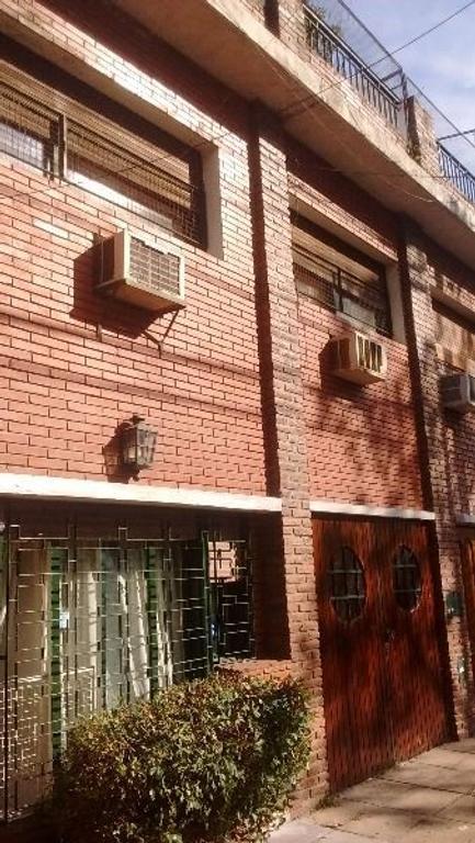 RESERVADO Venta casa triplex 4 amb + dependencia + garage. Terraza.Villa Urquiza