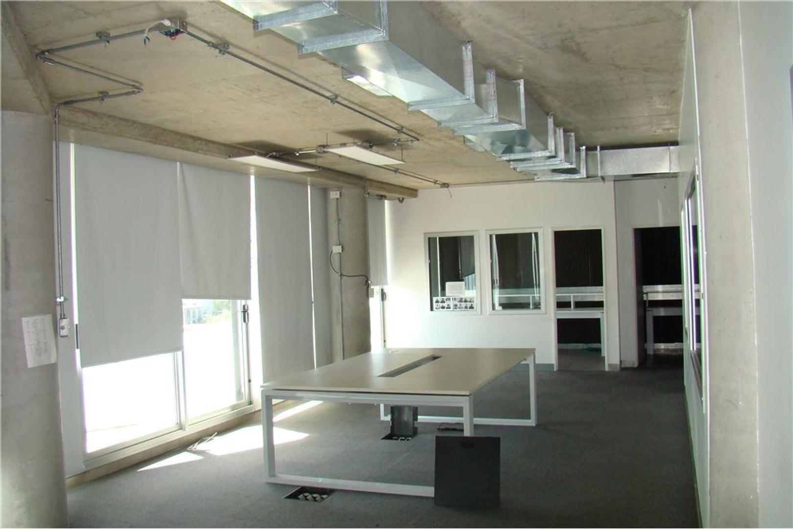 EXCELENTE OFICINA 150 m2 EN DISTRITO AUDIOVISUAL